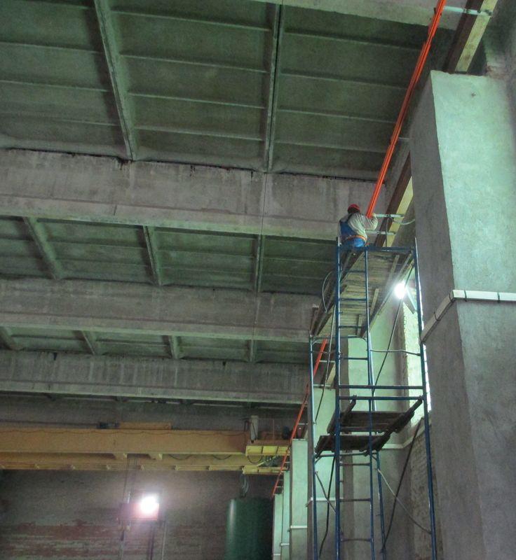 Монтаж троллейного токоподвода мостового крана.